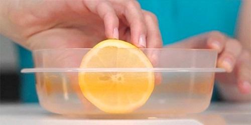7 cách làm sạch dụng cụ bếp với chanh cực đơn giản và hiệu quả