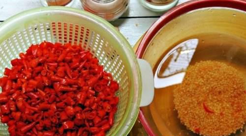 Hướng dẫn làm tương ớt đảm bảo an toàn thực phẩm tại nhà
