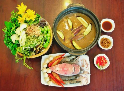 Lẩu mắm rau đắng Sài Gòn