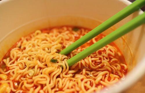 7 món ăn độc hại mà trẻ em rất thích ăn