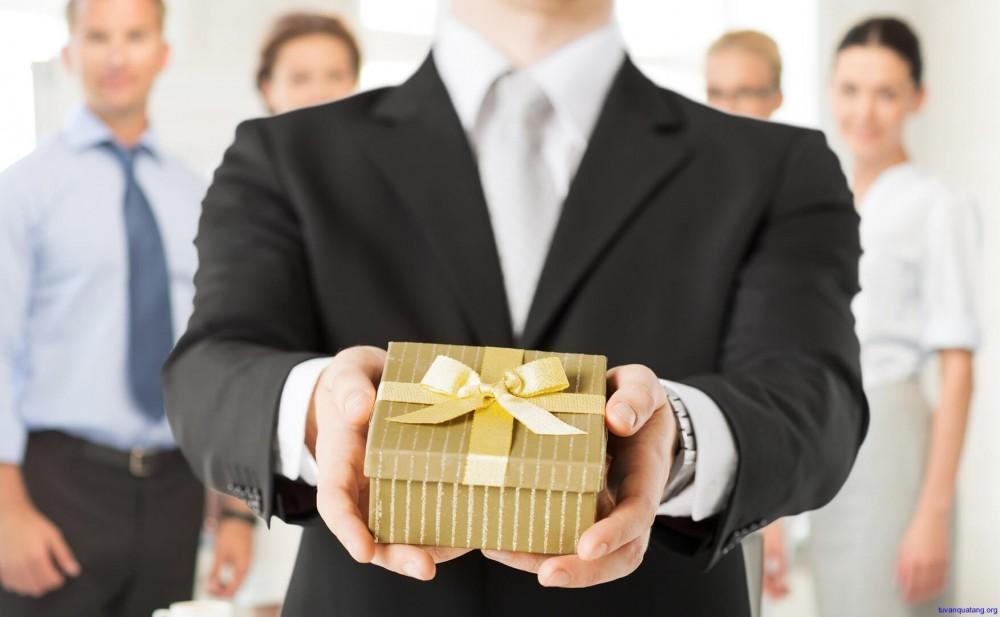 Khéo chọn những món quà tết biếu sếp