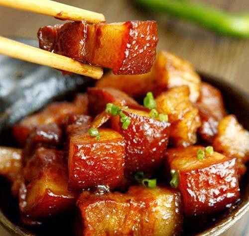 Thịt mắm cơm đỏ của người Tày ở Lục Yên