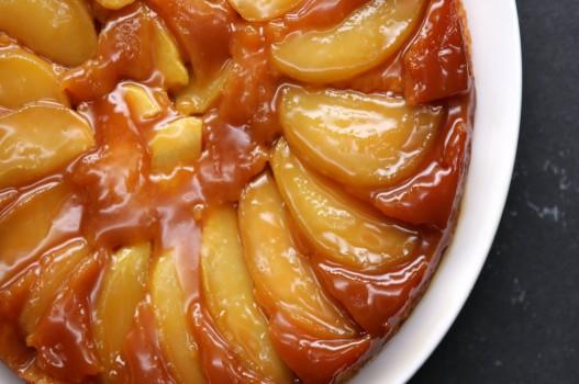Bánh táo caramel lật ngược ngọt ngào cho ngày mưa đông
