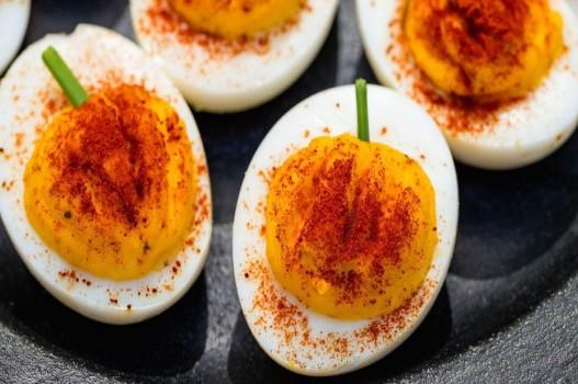"""Vào bếp chế biến món trứng """"bí ngô"""" hấp dẫn đón Halloween"""