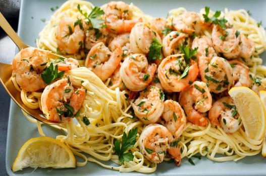 Trổ tài với công thức mì spaghetti tôm tỏi ngon hết chỗ chê