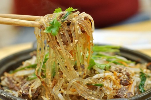 Trời nắng chán cơm thì đổi bữa làm miến trộn chống ngán