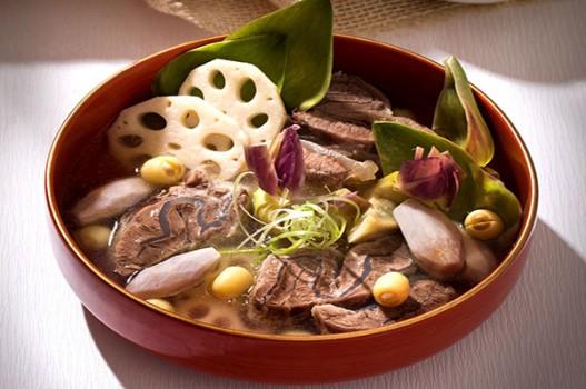Cách nấu bắp bò hầm thuốc bắc giúp hồi phục sức khỏe cực tốt