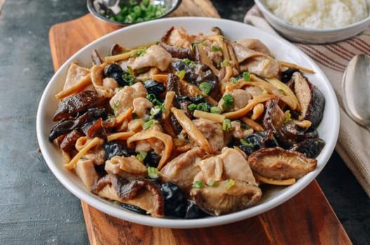 Gà hấp nấm thơm lừng cho bữa tối bằng 4 bước siêu đơn giản