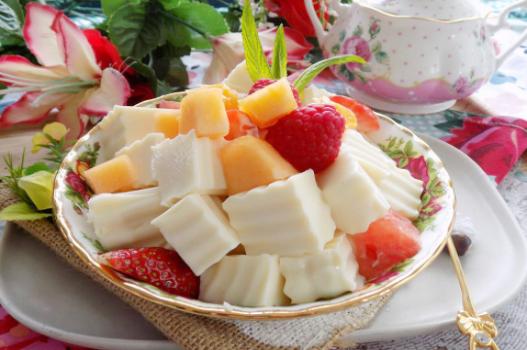 Cách làm sữa chua dẻo trái cây giải nhiệt ngày hè oi bức