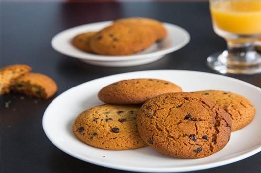 Làm bánh quy socola hấp dẫn cho bé