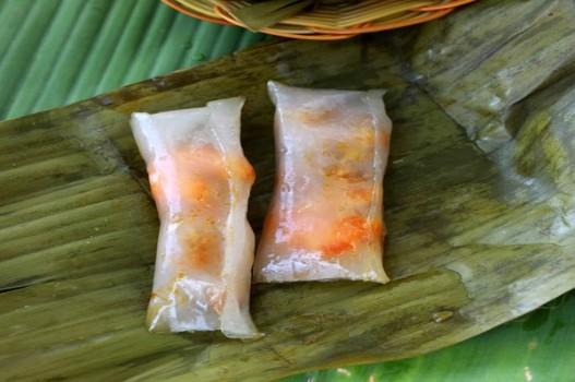 Bánh bột lọc gói lá chuối