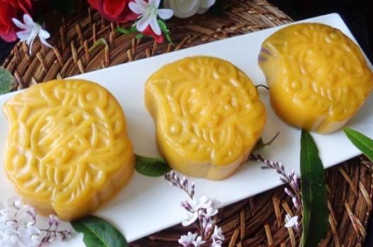Bánh Trung thu dẻo bí đỏ nhân khoai lang tím