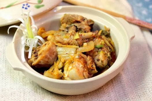 Thịt gà kho kim chi