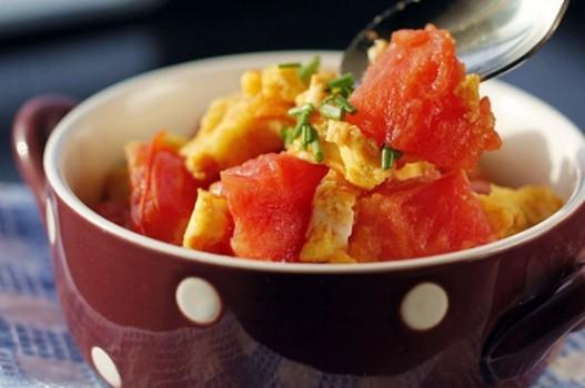 Trứng chiên xào cà chua