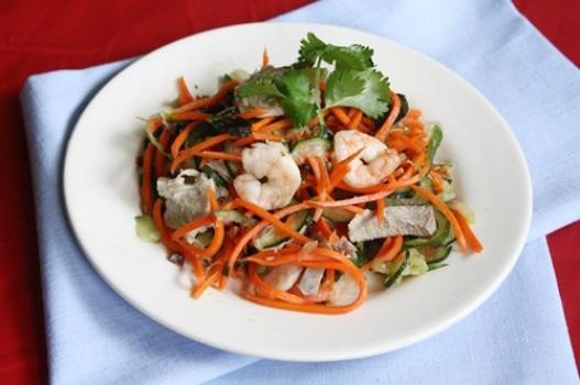 Nộm dưa chuột, cà rốt với tôm thịt