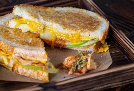 Sandwich kim chi lạ miệng