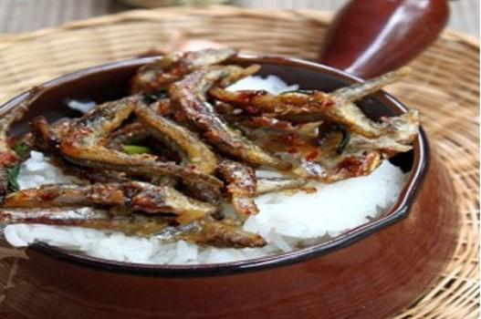 Cá cơm rán giòn tẩm nước mắm, mật ong