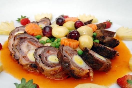 Thịt heo cuộn xốt trái cây