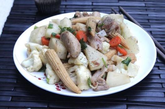 Thịt gà xào rau củ thập cẩm
