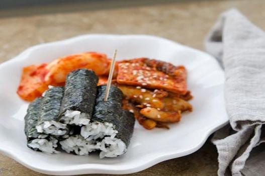 Kimbap mực và chả cá