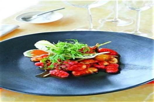 Mì gnocchi xốt cà và lá thơm