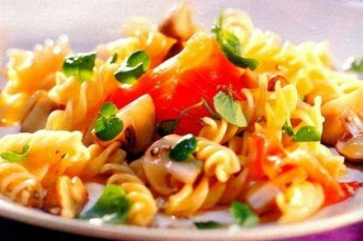 Nui trộn xốt cà chua